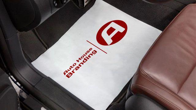 Hvid papirmåtte med Auto House Branding Logo på